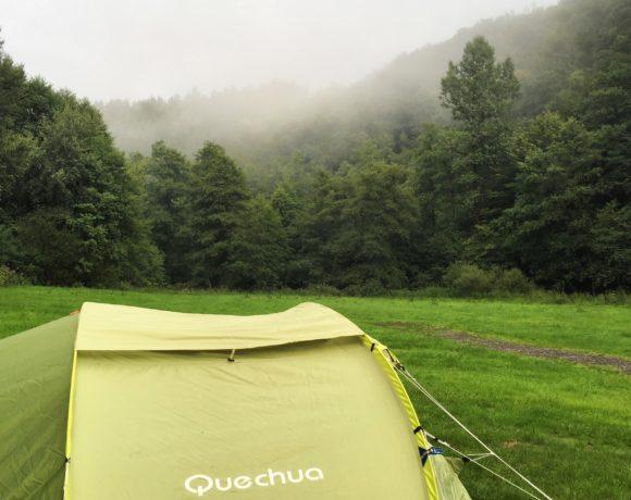 Zelte im Nebel
